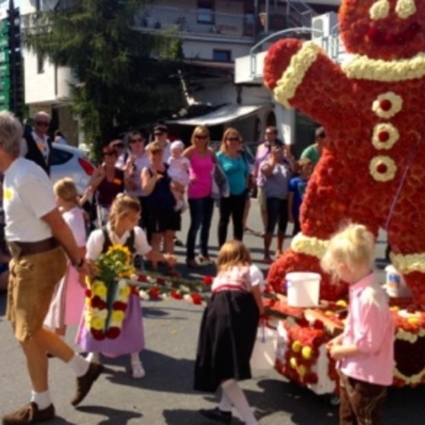 Zomers Oktoberfest met bloemenparade in Kirchberg